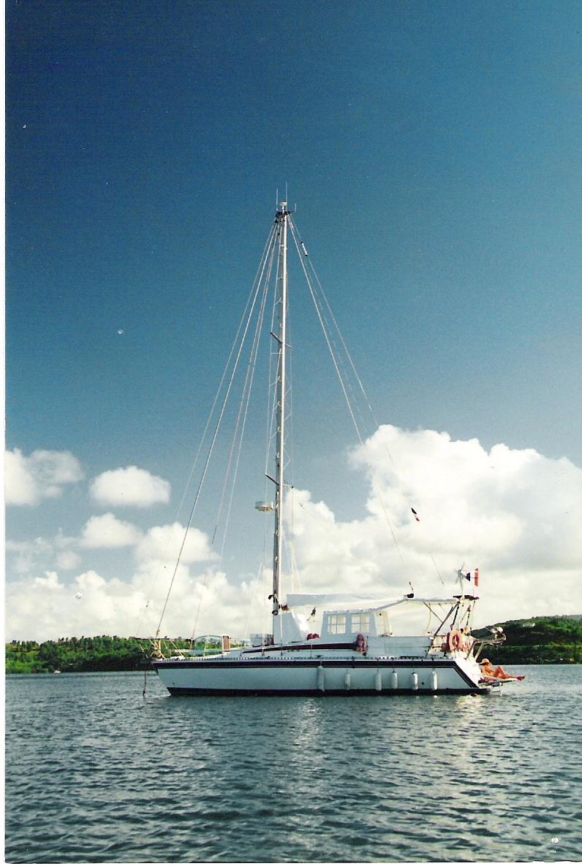 Le Conati 37 au mouillage aux Antilles.